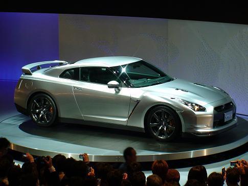 東京モーターショー日産ブース二階 新型GT-Rサイドビュー画像