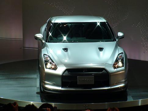 東京モーターショー日産ブース二階 新型GT-R真正面画像