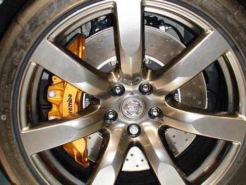 東京モーターショー日産ブース二階 新型GT-R フロントブレンボ6ポッド画像
