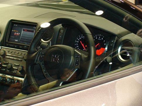 東京モーターショー日産ブース二階 新型GT-R運転席画像