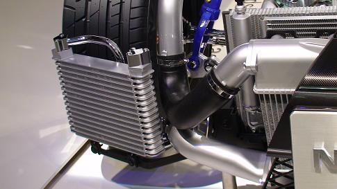 東京モーターショー日産ブース1階 日産GT-Rオイルクーラー画像