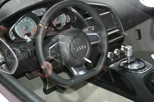 東京モーターショー アウディR8運転席画像