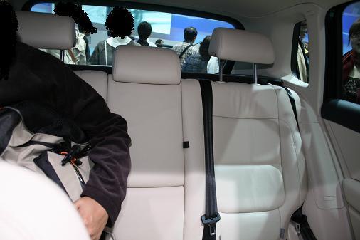 東京モーターショー2007 VWティグアン画像 前席から見たリア