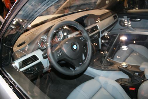 東京モーターショーBMW新型M3セダン「運転席」画像